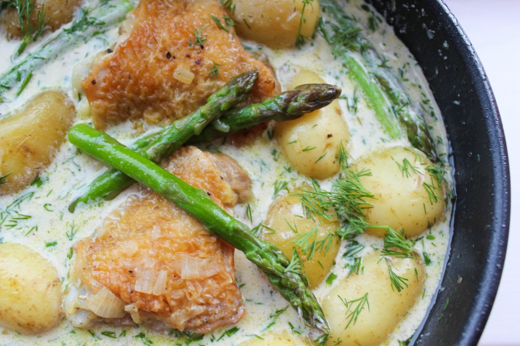 Kurczak z młodymi ziemniaczkami i szparagami 1