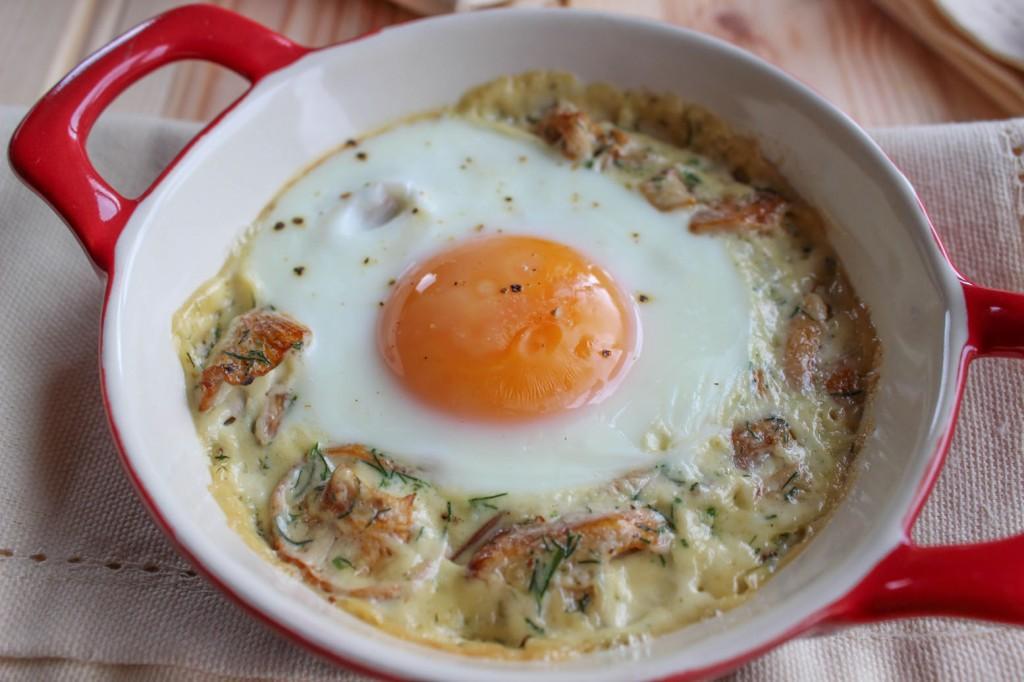 Jajka zapiekane z kurkami 1