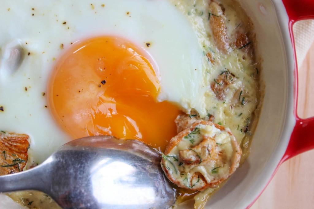 Jajka zapiekane z kurkami 3