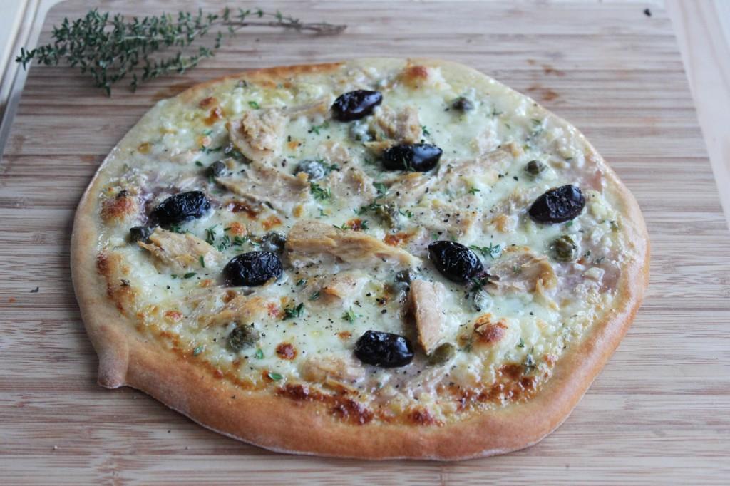 Pizza z tuńczykiem i kaparami 1