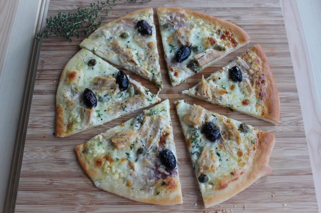 Pizza z tuńczykiem i kaparami 3