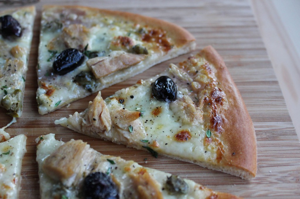 Pizza z tuńczykiem i kaparami 4
