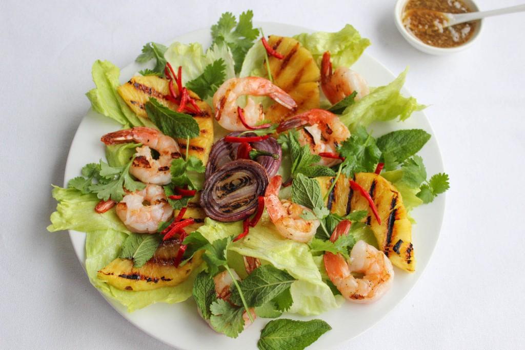 Salatka z krewetkami i ananasem 3