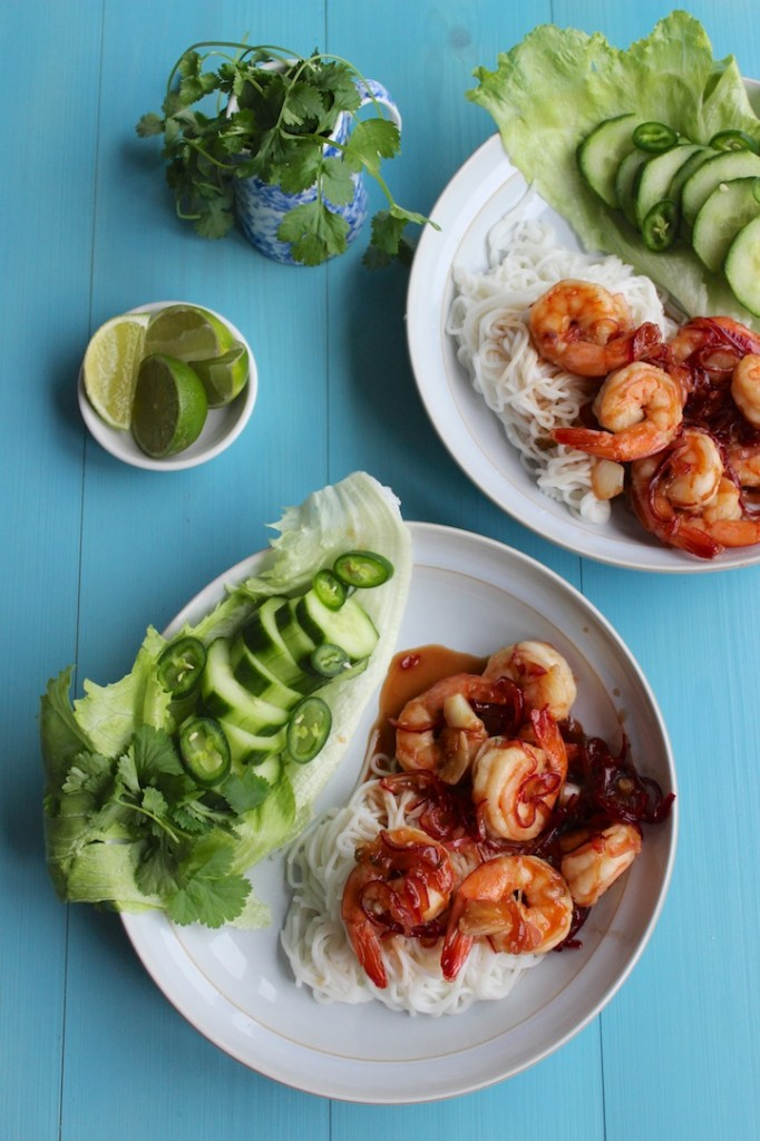 Wietnamskie noodle ryzowe z glazurowanymi krewetkami 3