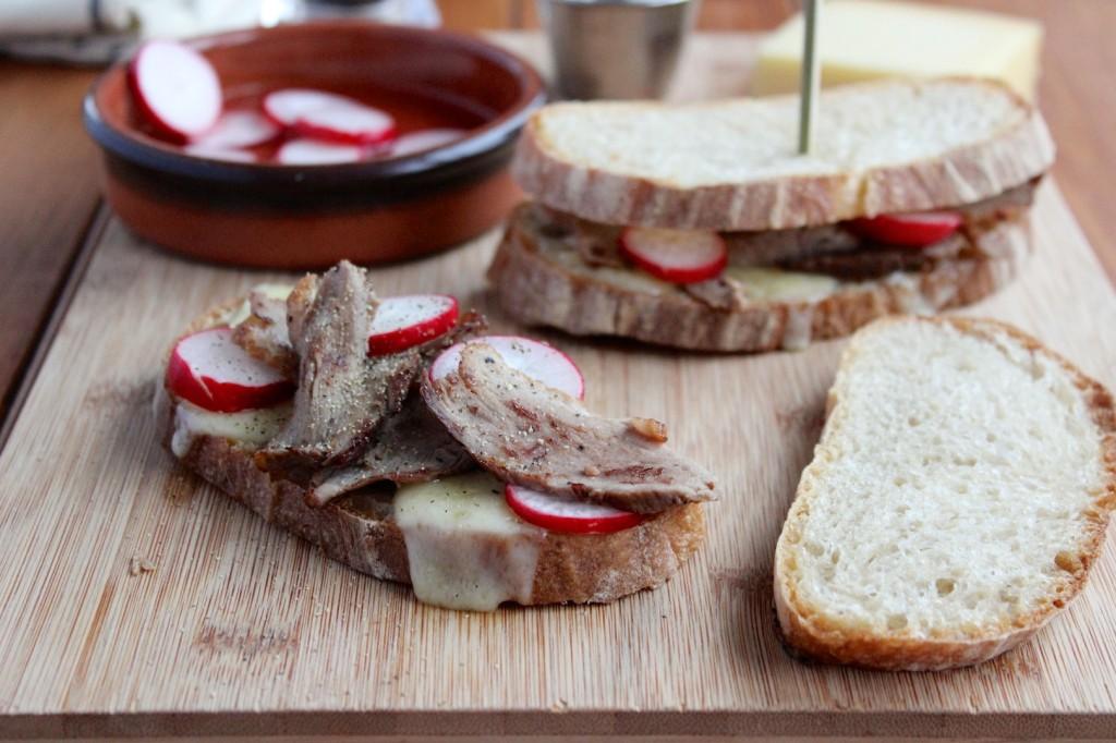 Grzanki z kaczka i serem gruyer 1