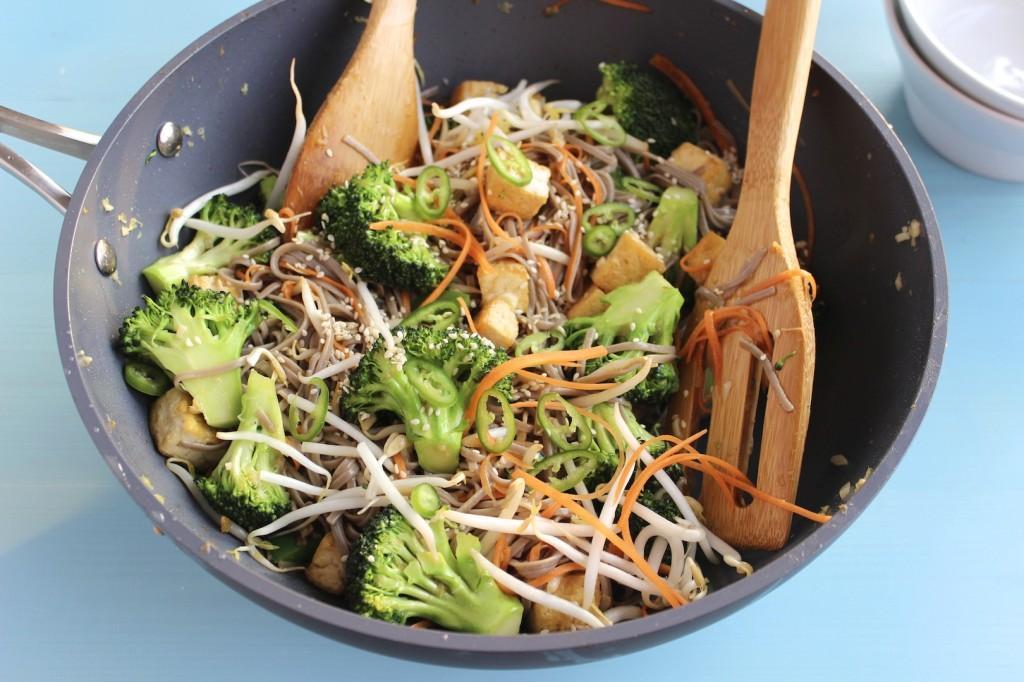 Soba z tofu i brokułami 2