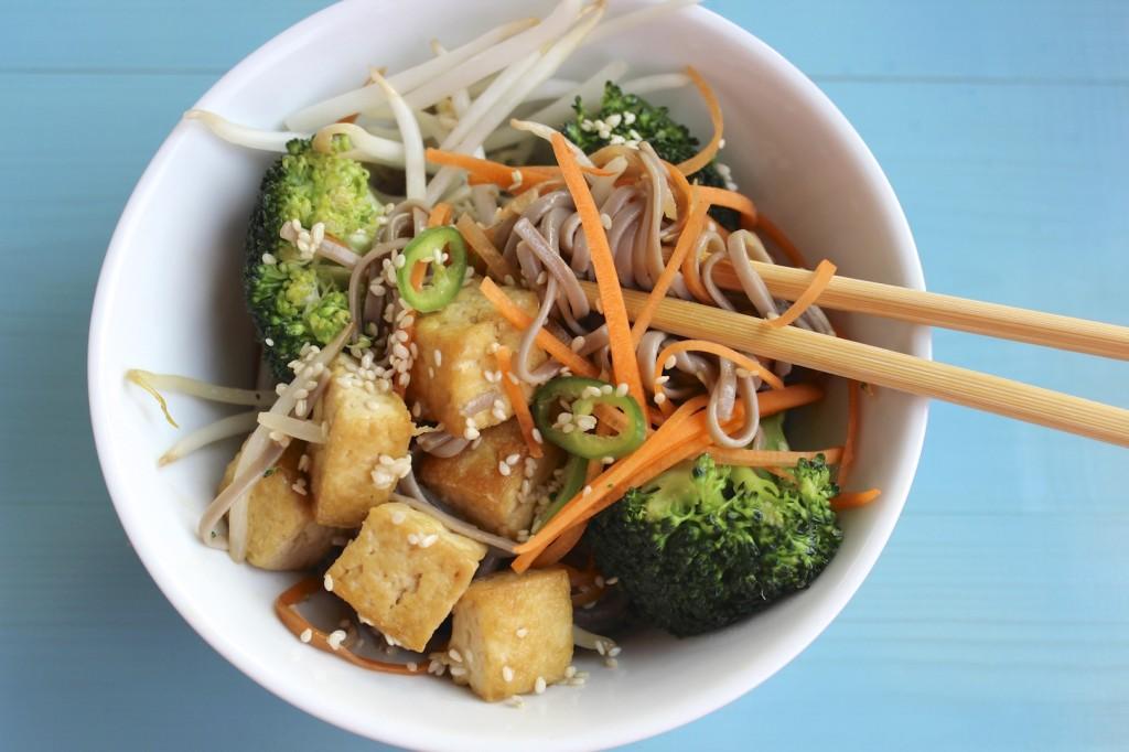 Soba z tofu i brokułami 3