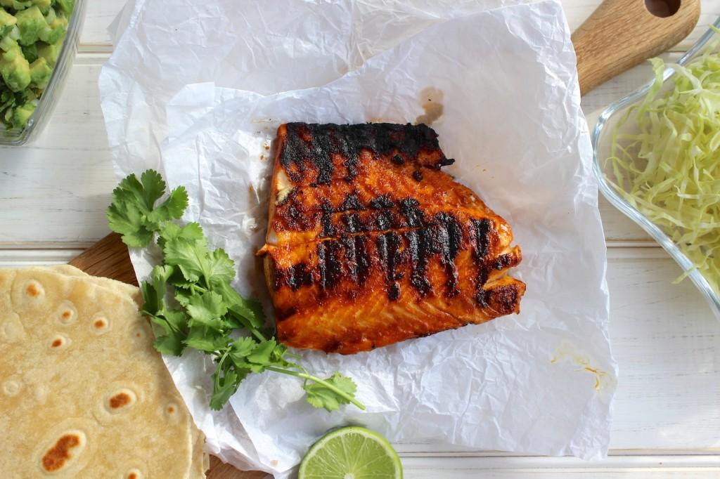 Taco z grillowanym łososiem i guacamole 1