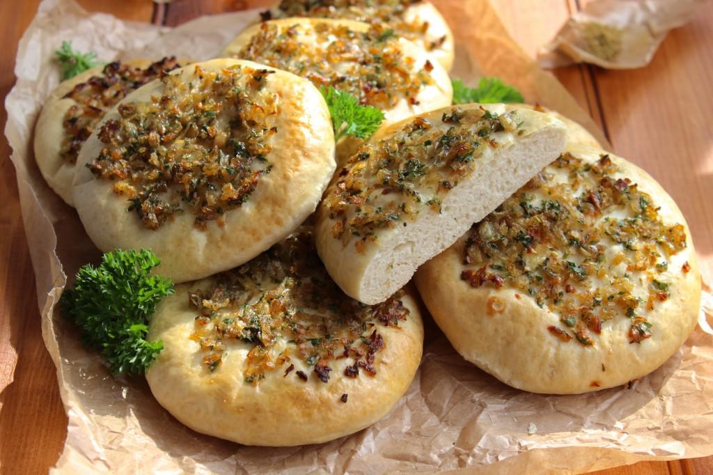 Chlebki z cebulka 1