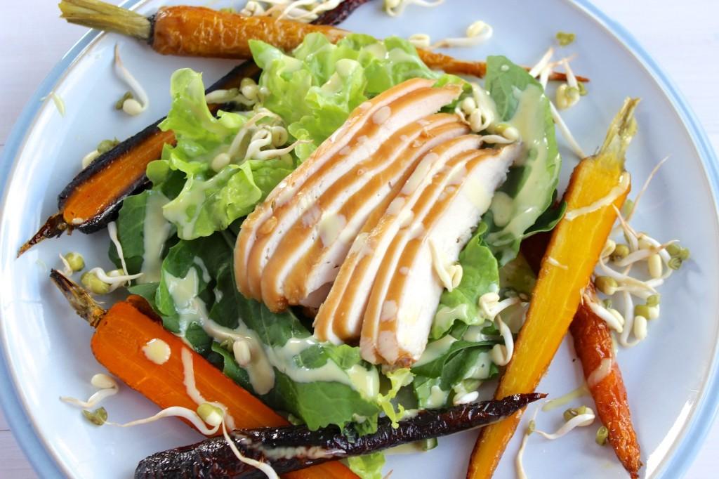 Sałatka z wędzonym kurczakiem i pieczona marchewką 3