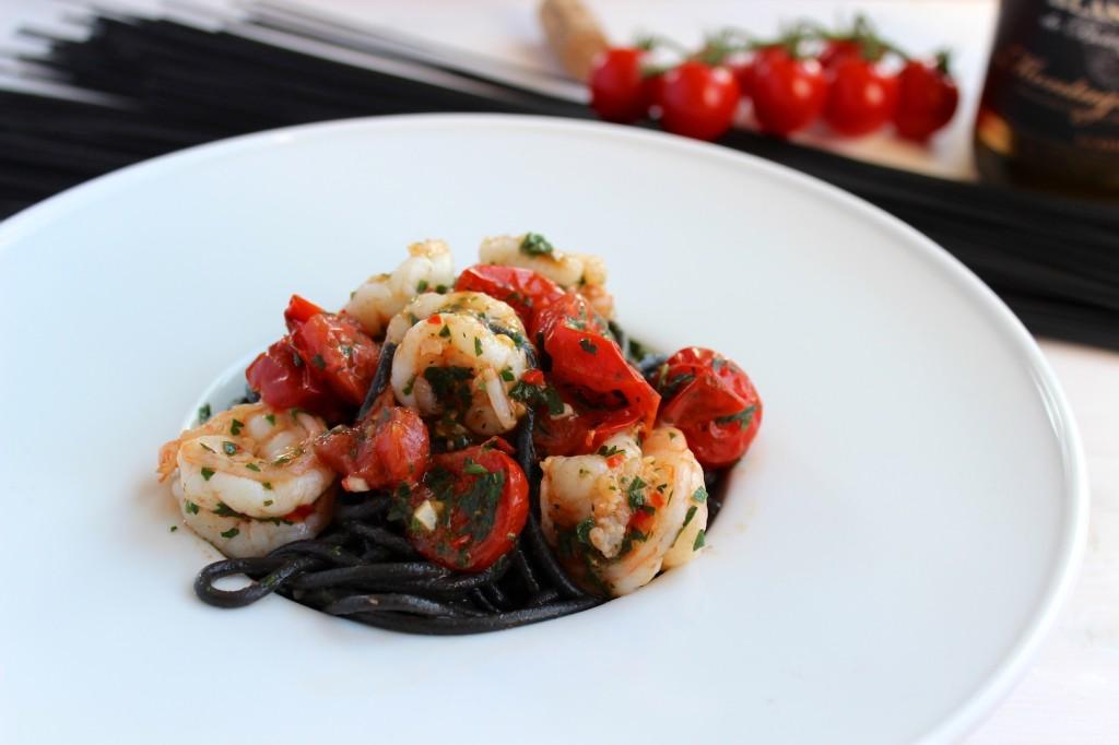 Spaghetti al nero di sepia z krewekami i pomidorkami cherry 1