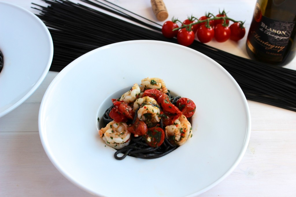 Spaghetti al nero di sepia z krewekami i pomidorkami cherry 2