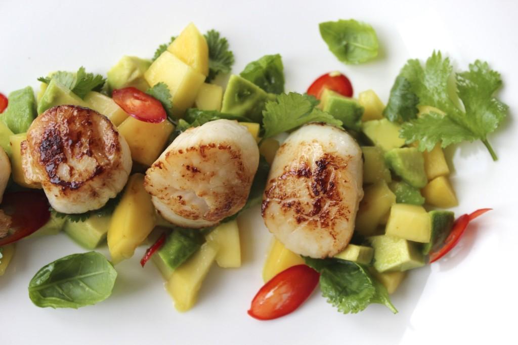 Przegrzebki na salsie z mango i awokado 3