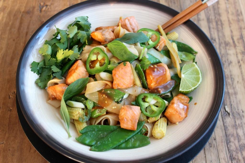 Stir-fry z łososiem w sosie miso 1