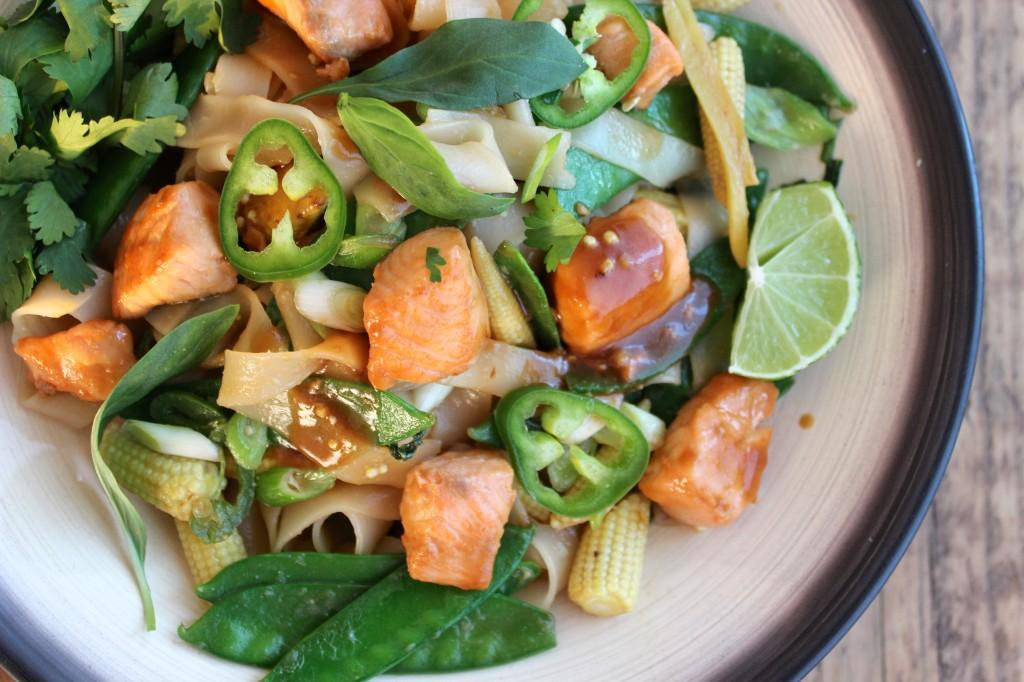 Stir-fry z łososiem w sosie miso 3