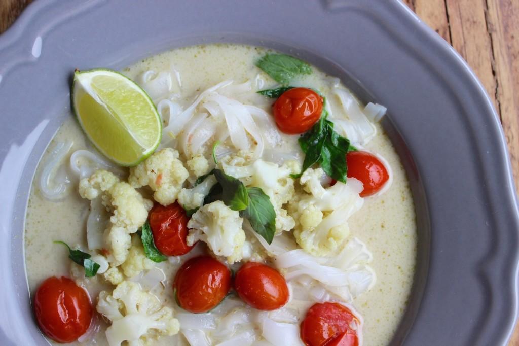 Tajska zupa z kalafiorem i mlekiem kokosowym 1
