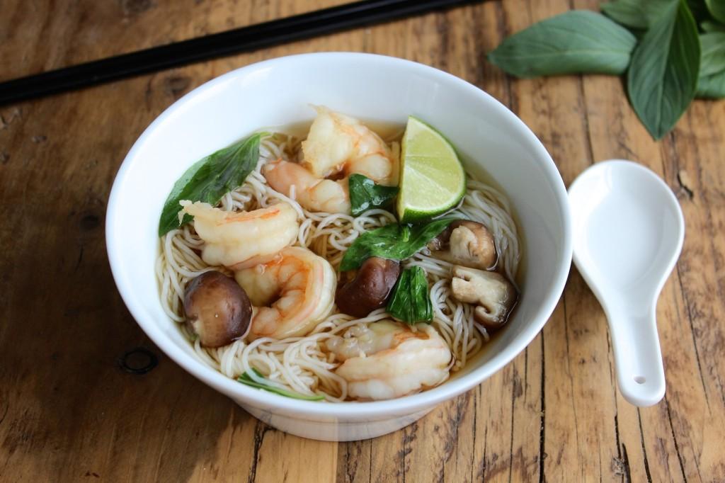 Zupa tajska z makaronem ryżowym 1