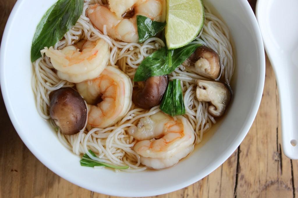 Zupa tajska z makaronem ryżowym 2