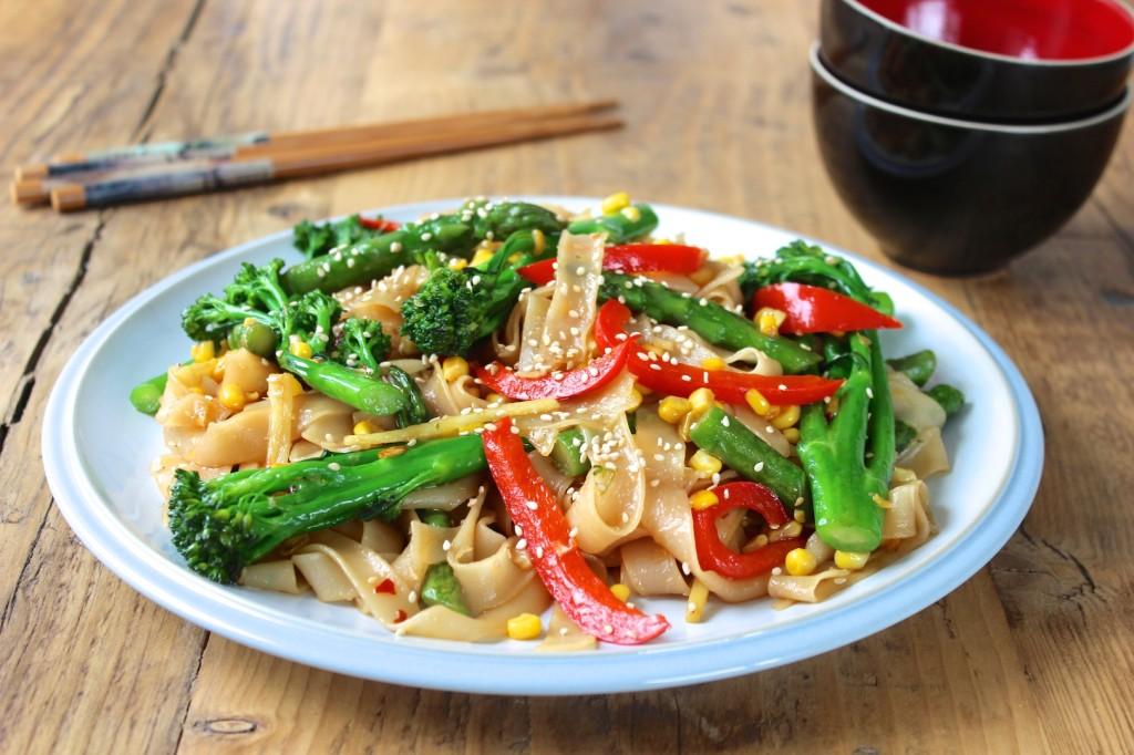 Makaron smażony z warzywami 1