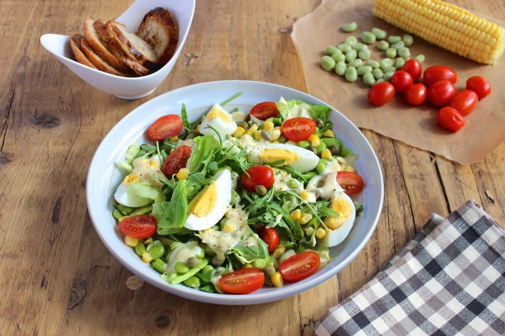 Sałatka z jajek, bobu i kukurydzy 1