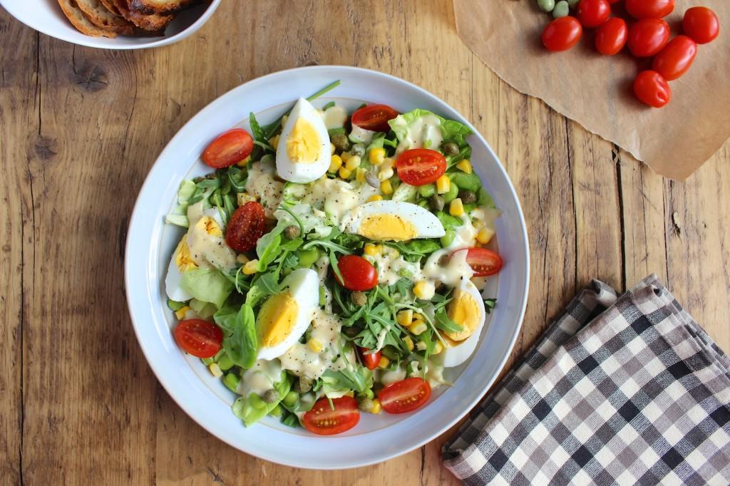 Sałatka z jajek, bobu i kukurydzy 2