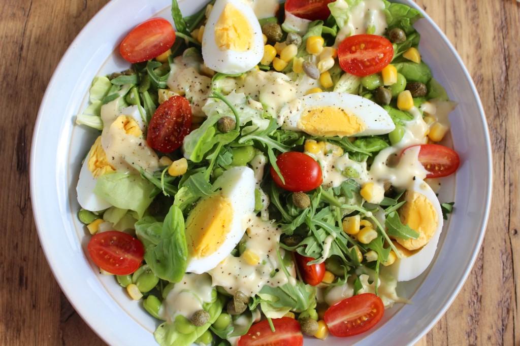 Sałatka z jajek, bobu i kukurydzy 3