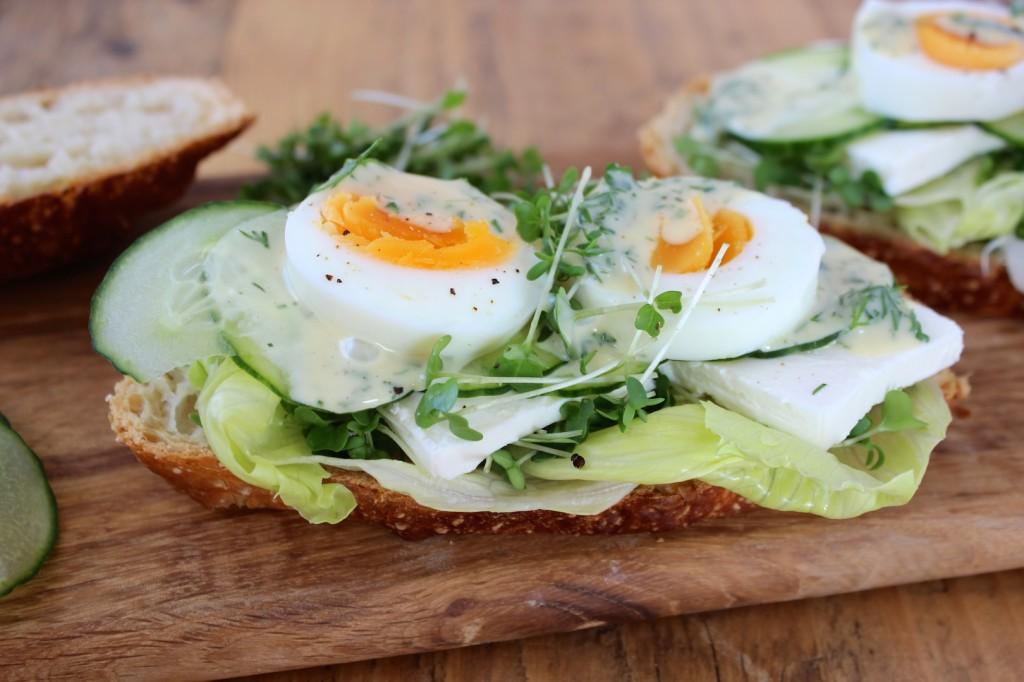 Wiosenne kanapki z jajkiem i fetą 3