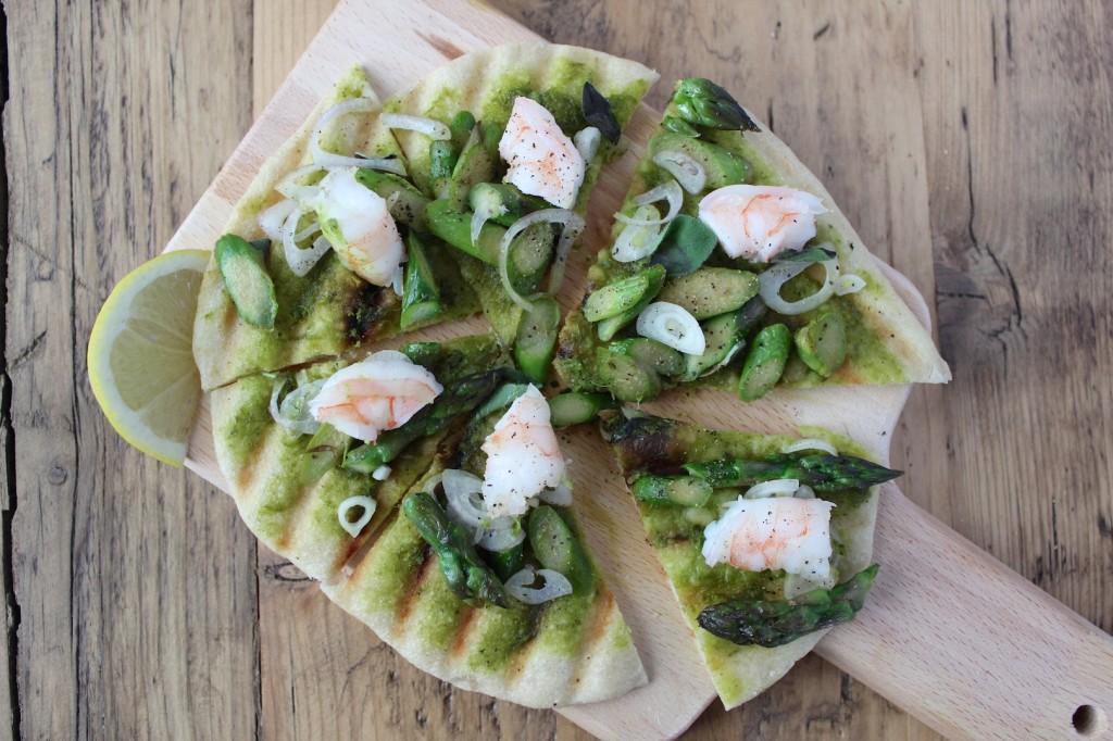 Grillowana pizza ze szparagami 1