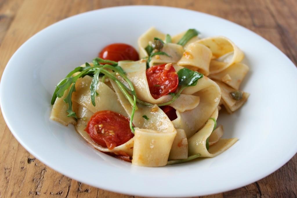 Pappardelle z anchois, kaparami i pomidorkami 2