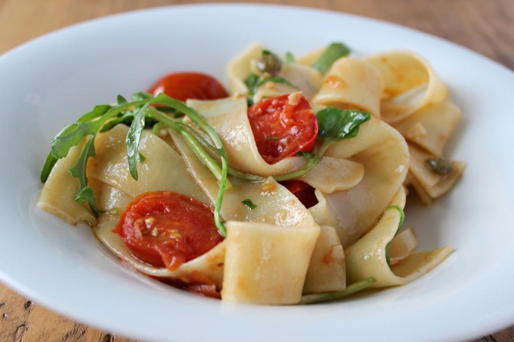 Pappardelle z anchois, kaparami i pomidorkami 1