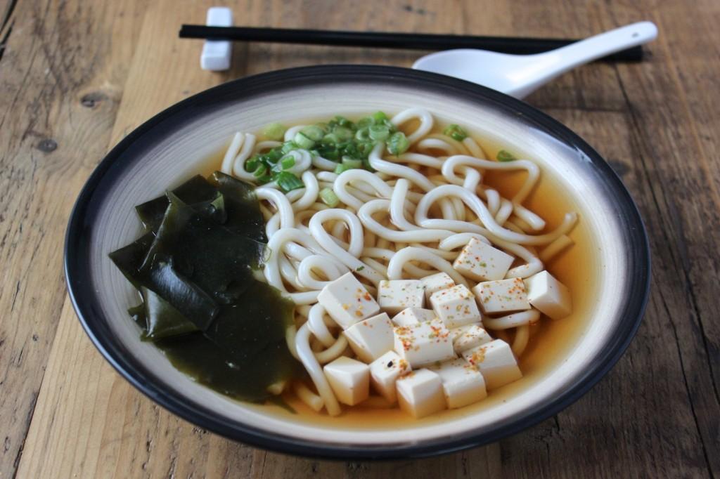Zupa udon z tofu i szczypiorkiem 2