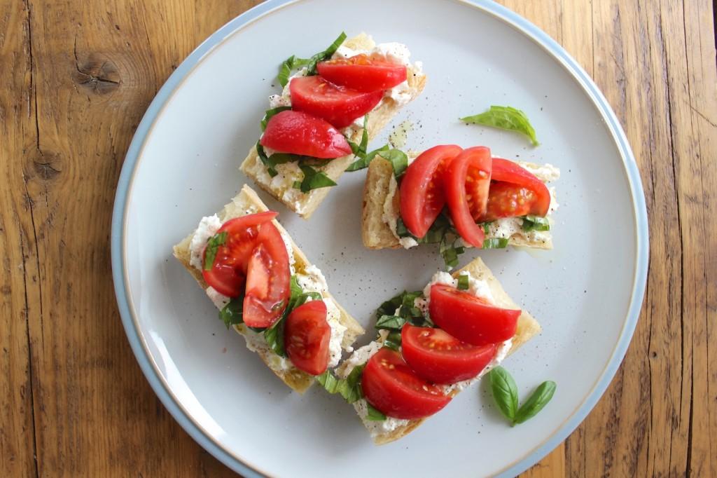 Bagietka z ricotta i pomidorami 1