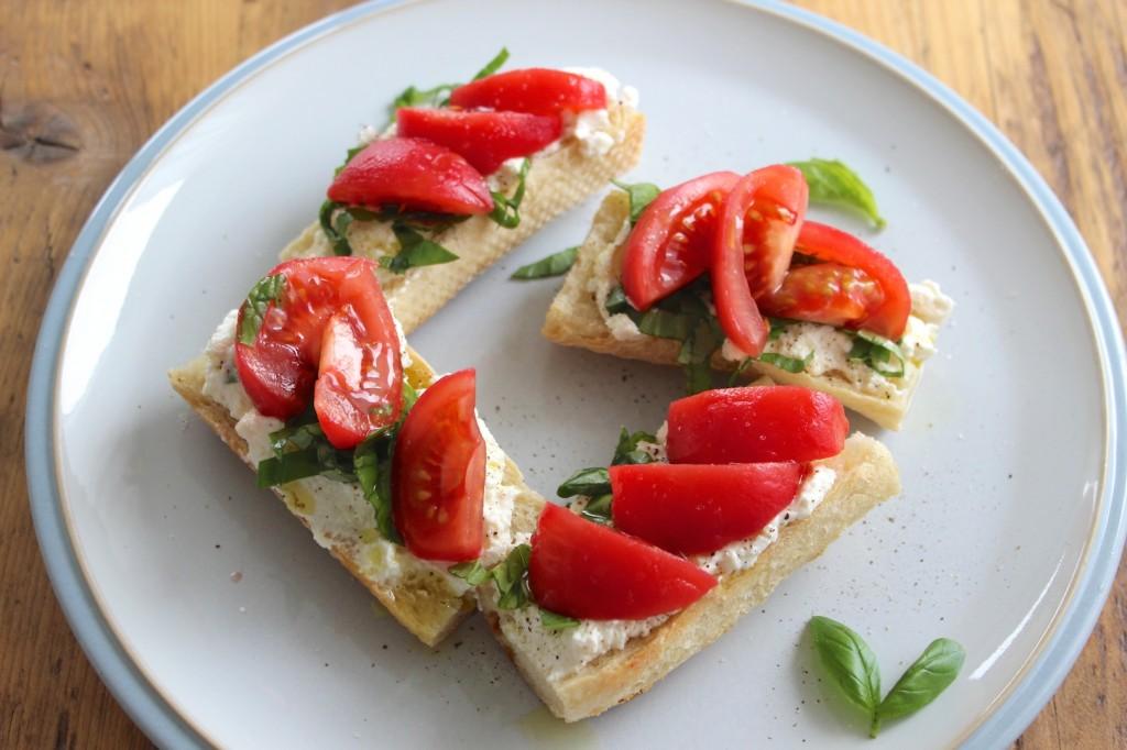 Bagietka z ricotta i pomidorami 2
