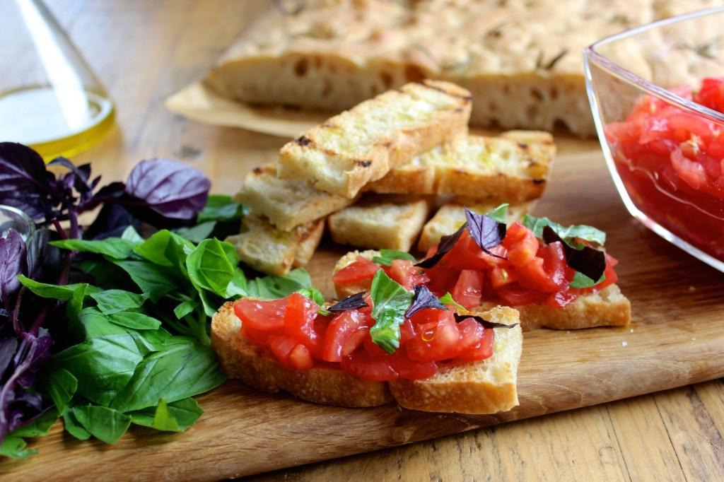 Bruscetta z pomidorami i bazylią 1