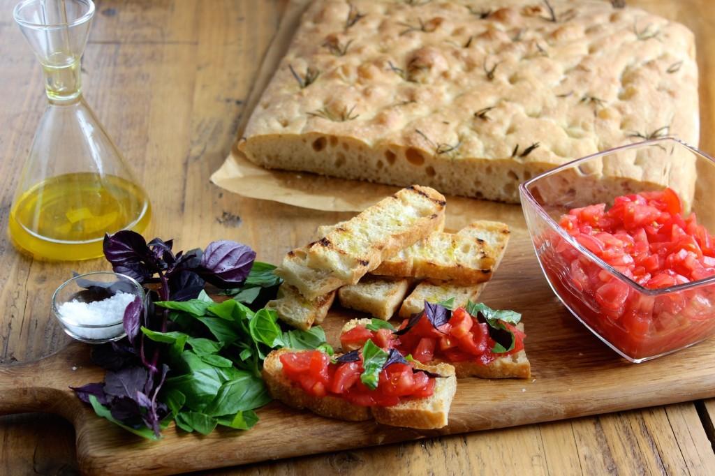 Bruscetta z pomidorami i bazylią 2