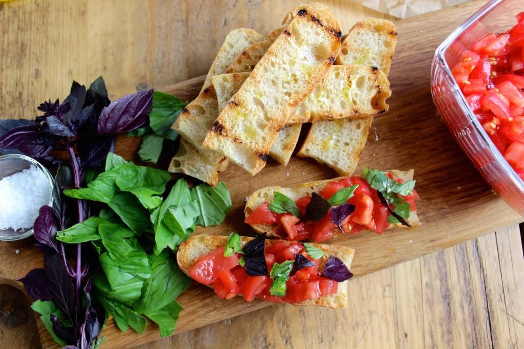 Bruscetta z pomidorami i bazylią 4