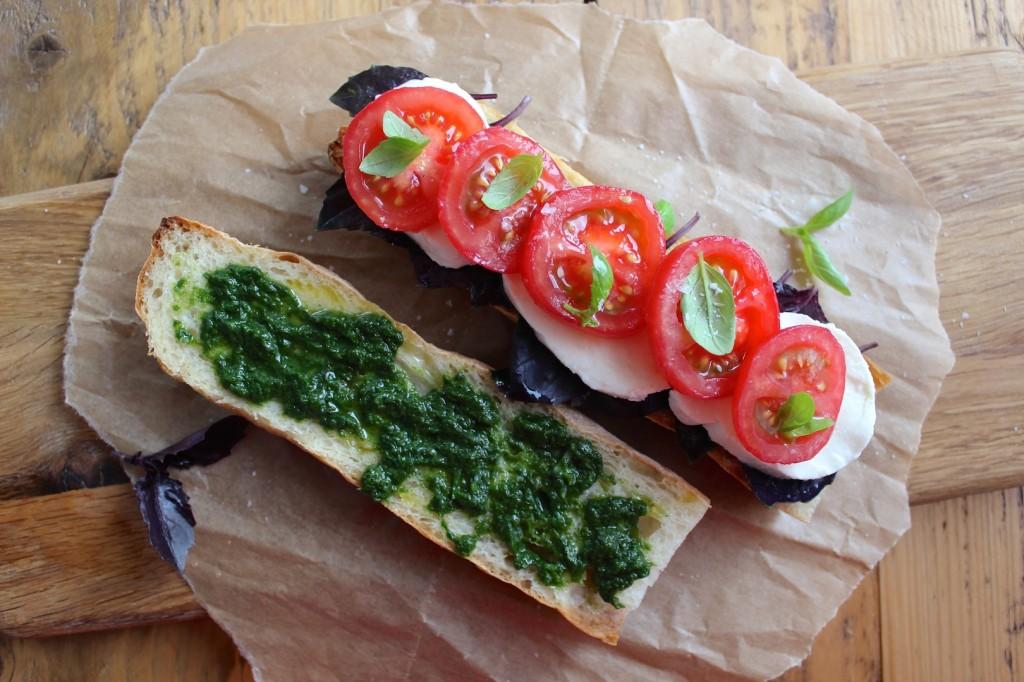 Caprese panini, z mozzarelą i pomidorami 1