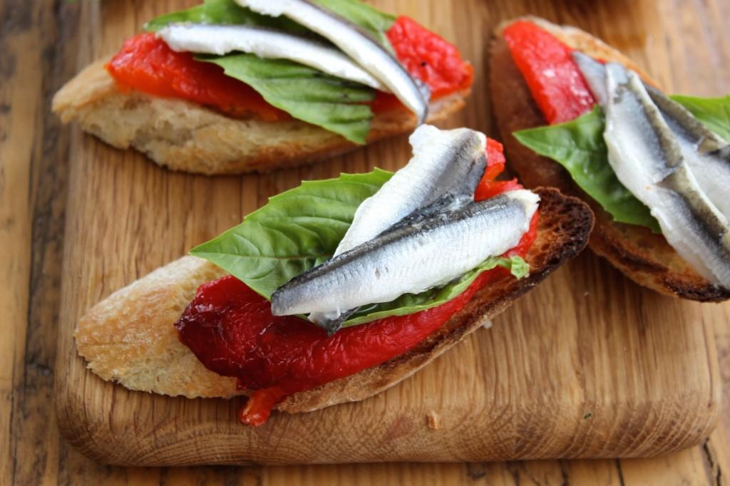 Crostini z pieczoną papryką i anchois 1