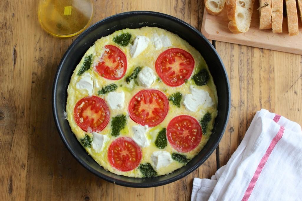 Frittata z pomidorami, ricottą i pesto 1