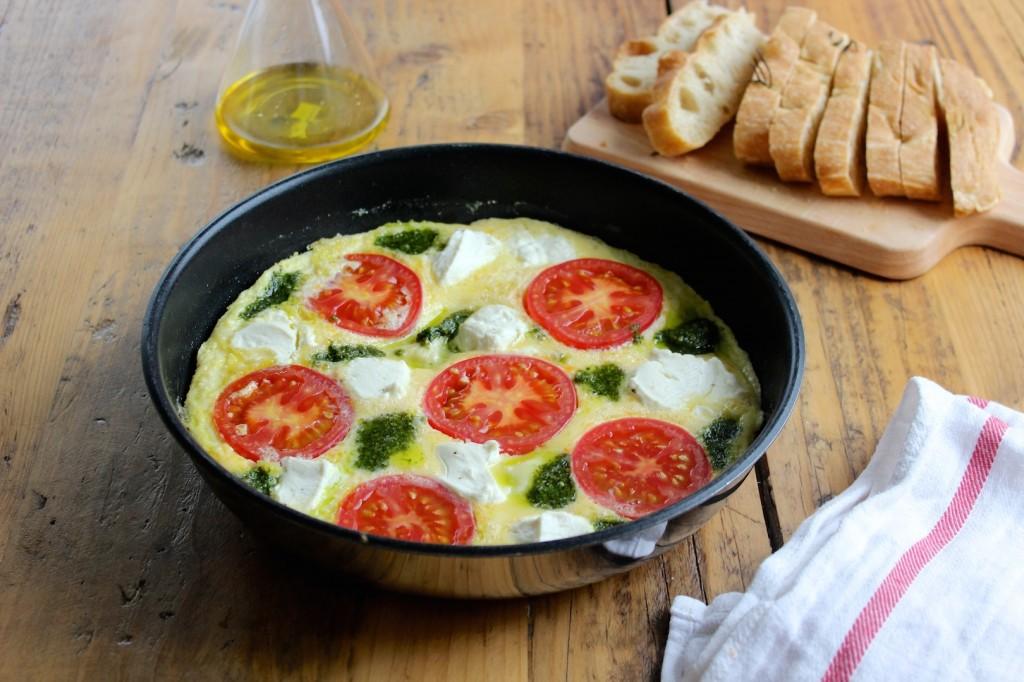 Frittata z pomidorami, ricottą i pesto 2