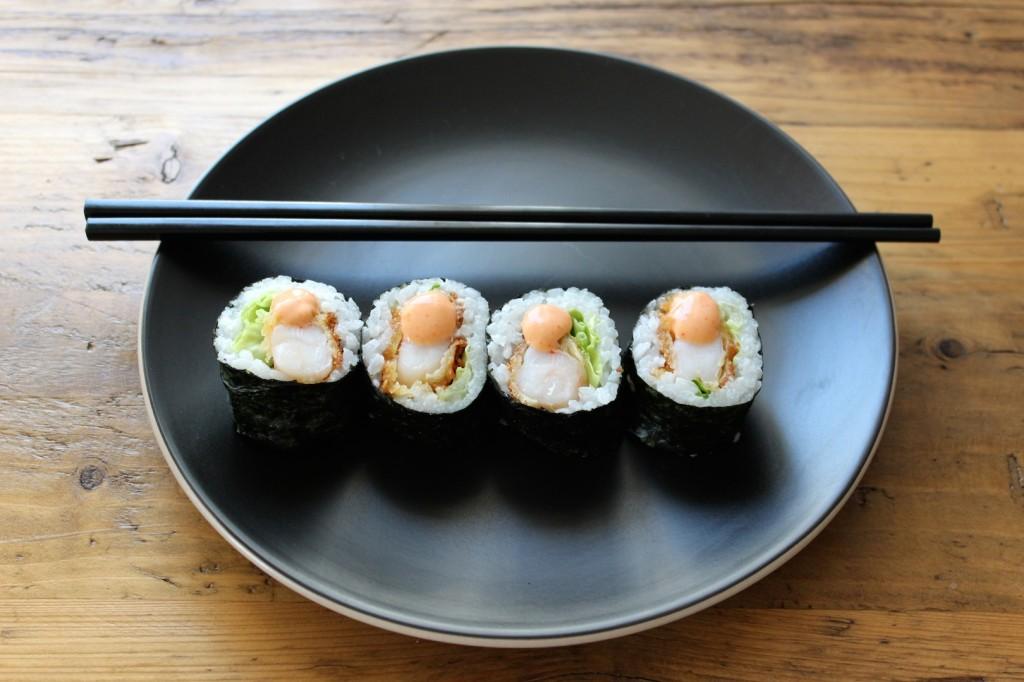 Sushi rolls z panierowanymi krewetkami 2
