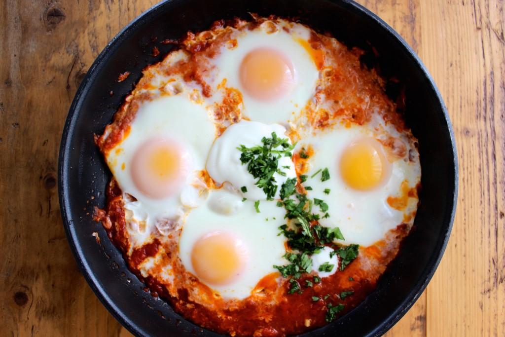 Jajka w sosie pomidorowym  2