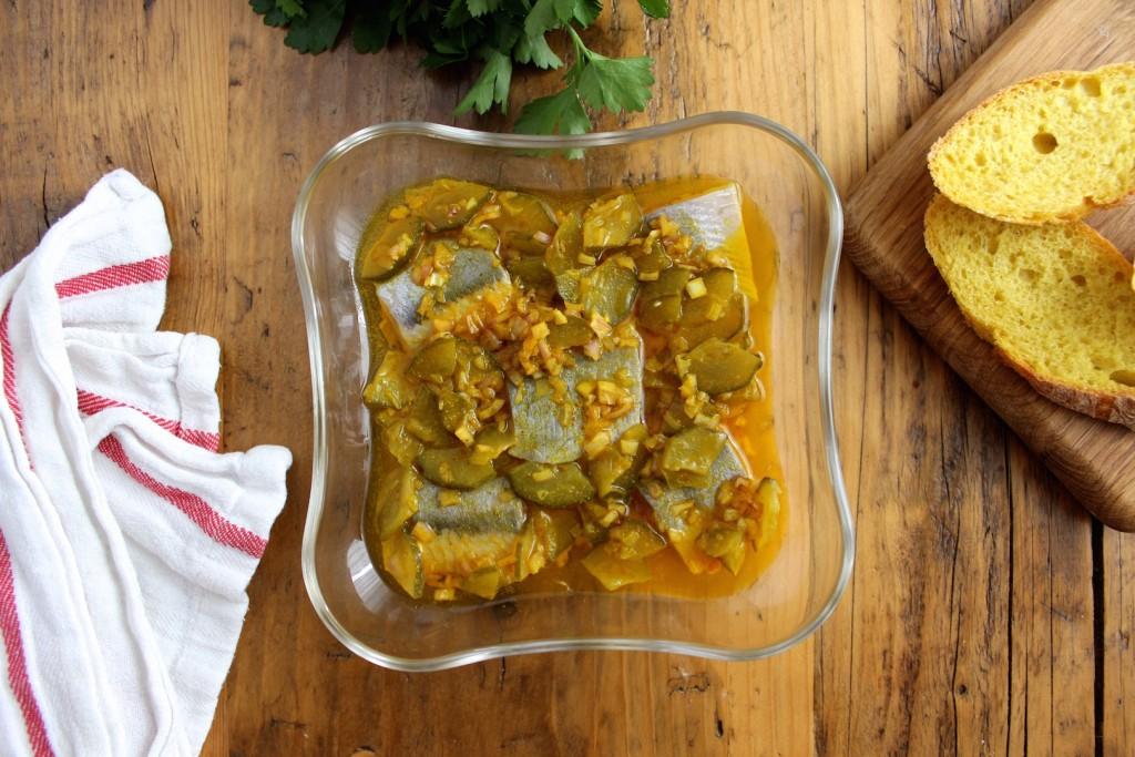 Śledzie z curry i ogórkiem kiszonym 2