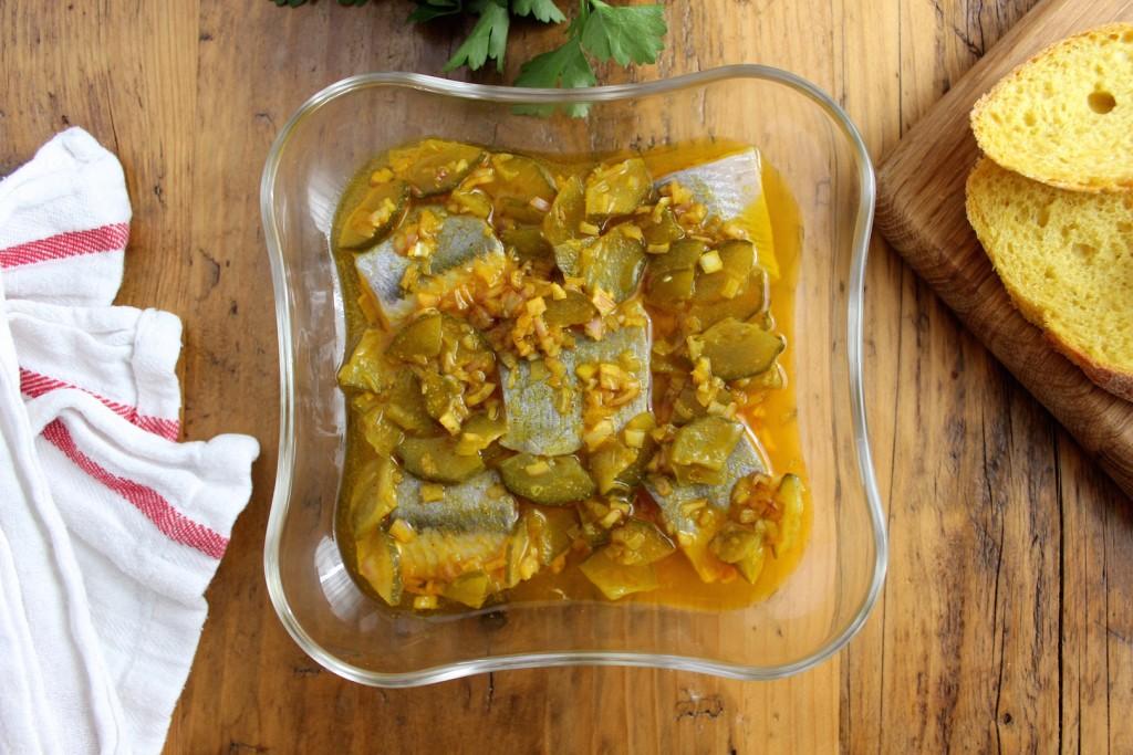 Śledzie z curry i ogórkiem kiszonym 3