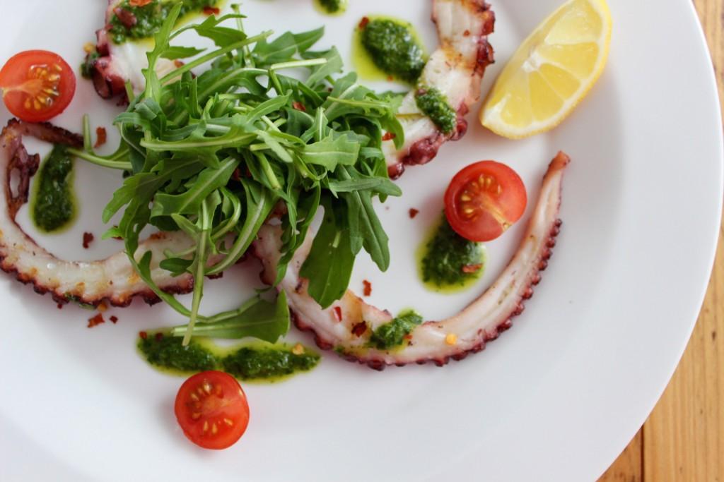 Grillowana ośmiornica z zielonym sosem 1