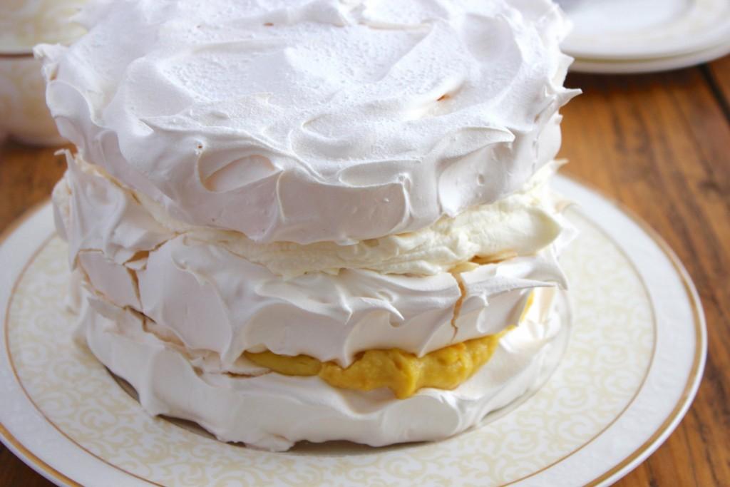 Tort bezowy pomarańczowo-migdałowy 2
