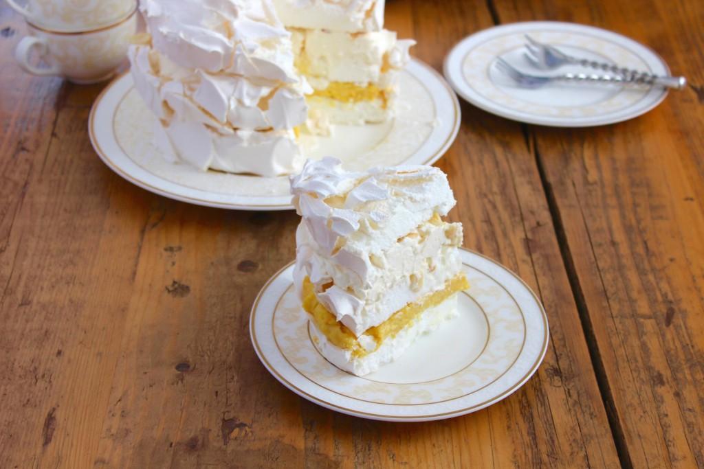 Tort bezowy pomarańczowo-migdałowy 3
