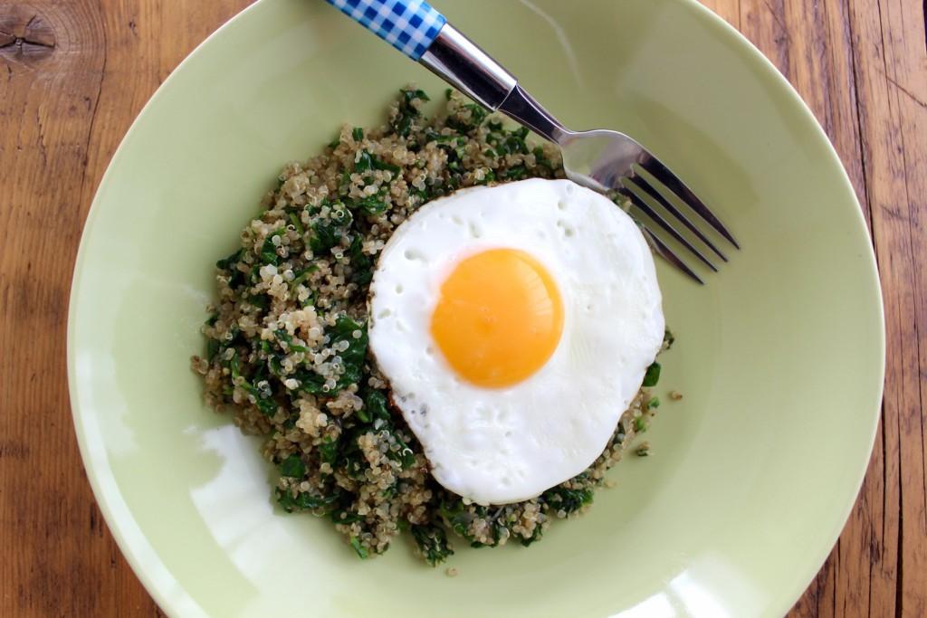 Quinoa ze szpinakiem i jajkiem 1