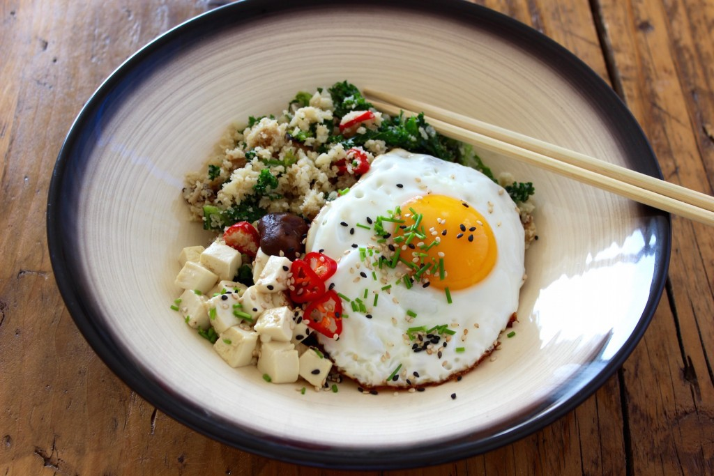 Kuskus z kalafiora jarmużem, grzybami i jajkiem 2