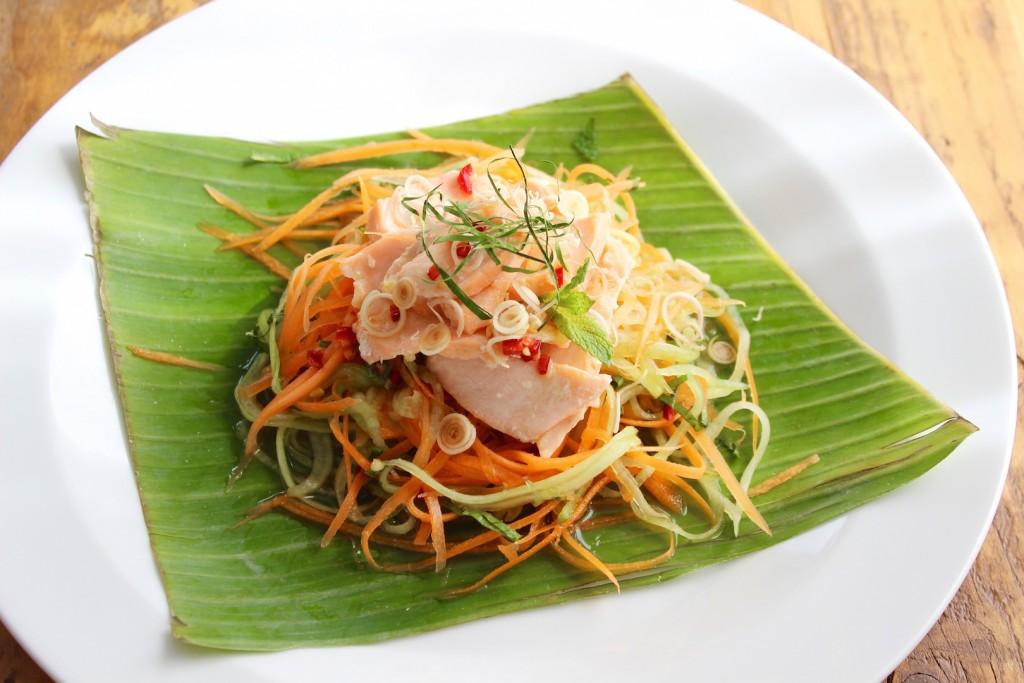 Wietnamska sałatka z łososiem 1